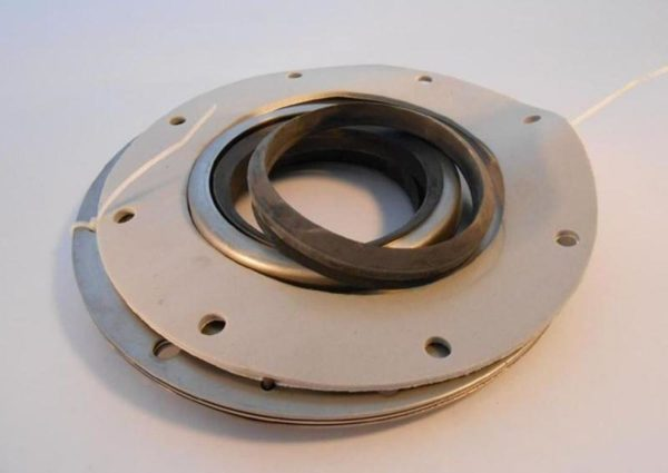 Image of NP-040-C06000024 C15211M 3-716 Lip Seal Assembly sold by RW Martin